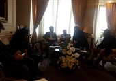 حضور وزیر ارشاد و جمعی از هنرمندان در خانه مرحوم جمشید مشایخی