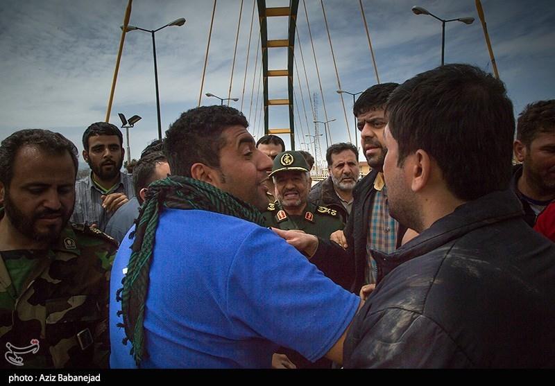 سرلشکر جعفری پای درد دل مردم سیلزده پلدختر؛ تشکر مردم از سپاه پاسداران + فیلم