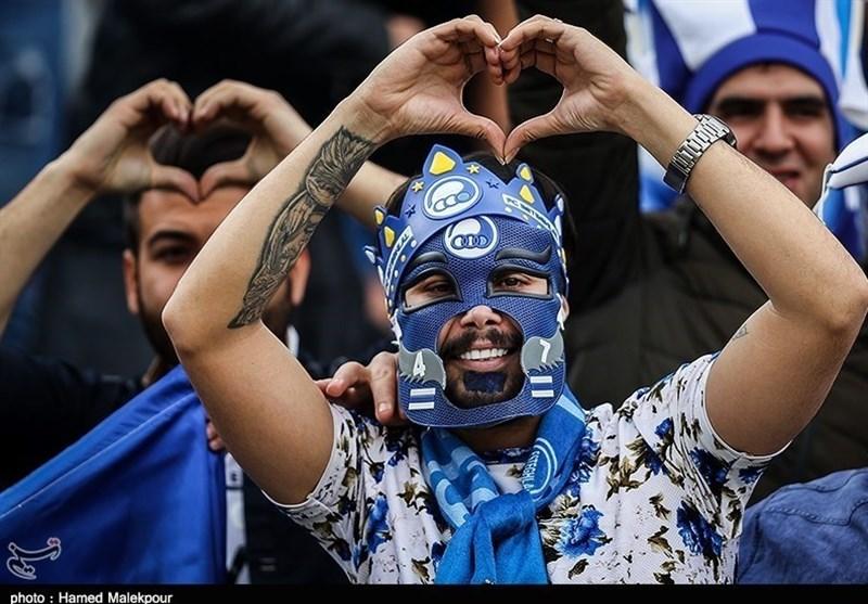 شعار هواداران استقلال علیه وزیر ورزش، فتحی و شکوری!