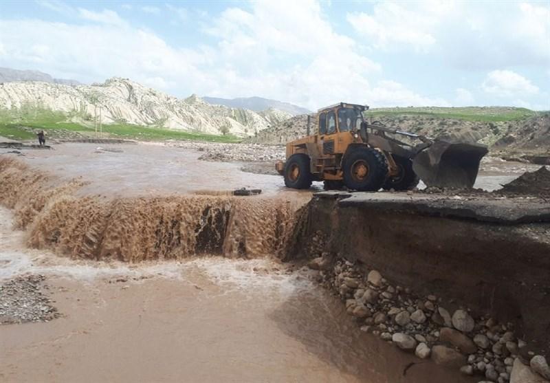 سیل راه ارتباطی 58 روستای کوهدشت را قطع کرد