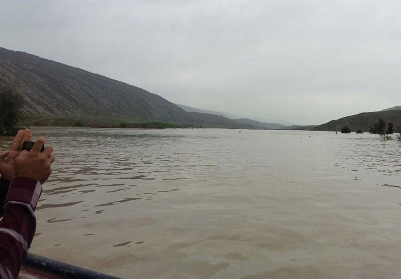 1500 نفر از روستائیان کوهدشت در محاصره سیل؛ تردد فقط با قایق + فیلم