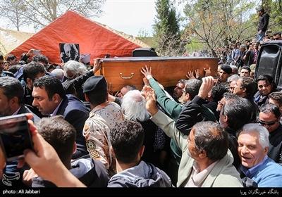مراسم تدفین پیکر زندهیاد جمشید مشایخی در قطعه هنرمندان بهشت زهرا (س)