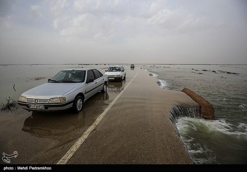 طغیان رودخانه محور جیرفت-اسمائیلیه را مسدود کرد