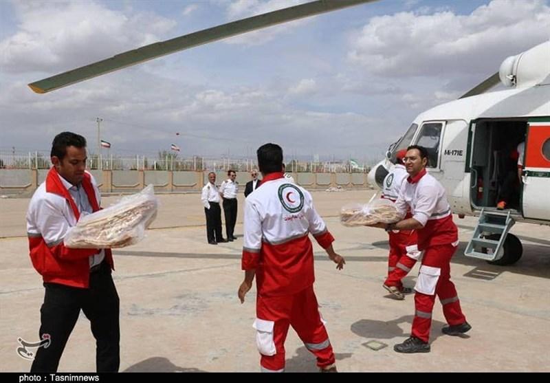 امدادرسانی هوایی به روستاهای سیلزده کرمانشاه با کمک سپاه ادامه دارد