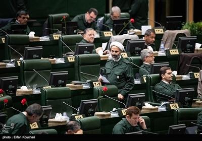 حضور نمایندگان مجلس با لباس سپاه در صحن علنی