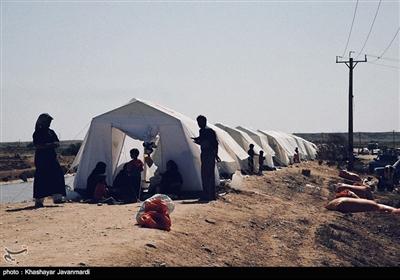 برخی از مردم دور از خانه و در مناطق امن ساکن شده اند
