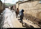 فیلم  درخواست مردم شهر سیل زده معمولان: مشکل مسکن و خرابی جاده خرم آباد را حل کنید