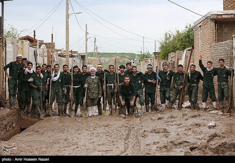 پلدختر یادآور 8 سال دفاع مقدس؛ حضور گسترده بسیجیان در مناطق سیلزده + فیلم