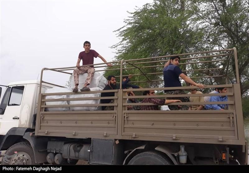 گروه جهادی شهدای مدافع حرم دزفول به کمک مناطق سیلزده خوزستان شتافت
