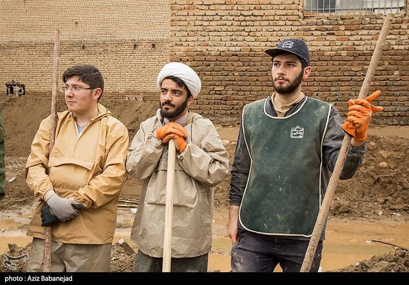 فیلم/ جهاد عاشقانه نیروهای مردمی در مناطق سیلزده
