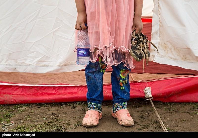 زندگی اهالی روستای سیل زده شاهیوند در چادر های هلال احمر- پلدختر