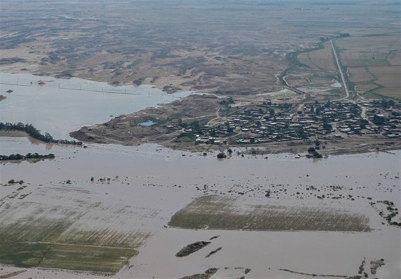 سپاه استان بوشهر به ساکنان 38 روستای در محاصره سیل خوزستان خدمات رسانی میکند