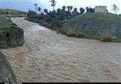 کرمان| جاری شدن تمامی رودخانههای فصلی در کهنوج؛ در صورت تداوم بارشها احتمالی تعطیلی مدارس وجود دارد
