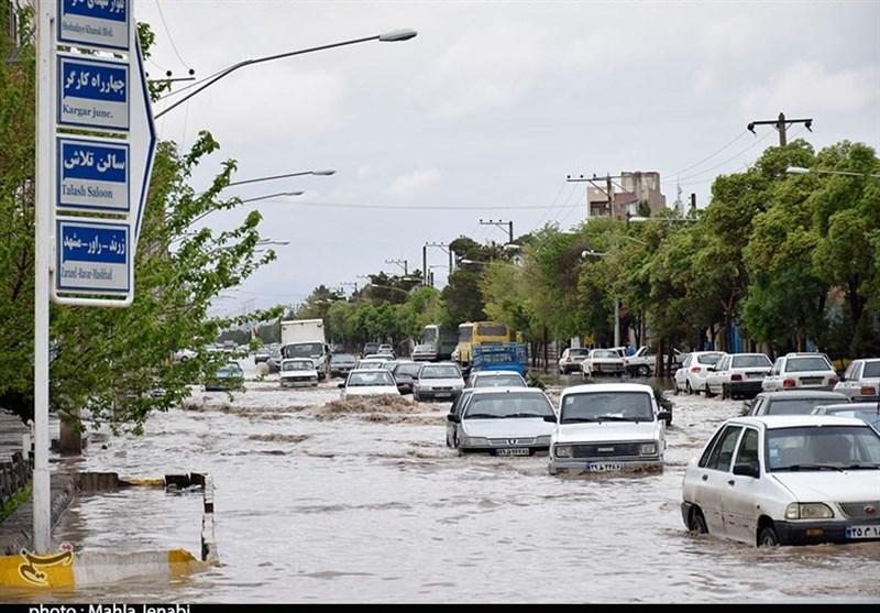 آبگرفتگی معابر براثر بارندگی شدید در کرمان+تصاویر