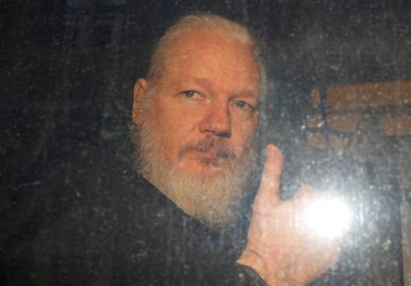Assange to Cooperate with Sweden, Fight US Warrant
