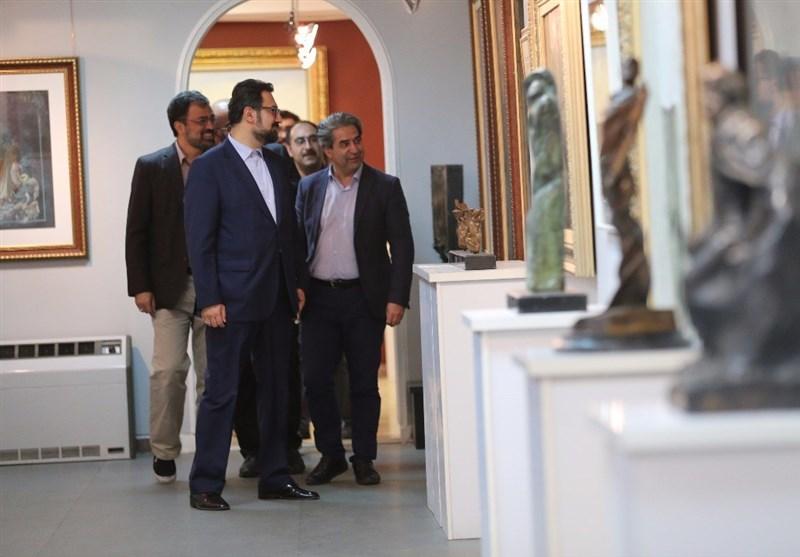 بازدید معاون هنری وزارت ارشاد از نمایشگاه سیل مهربانی