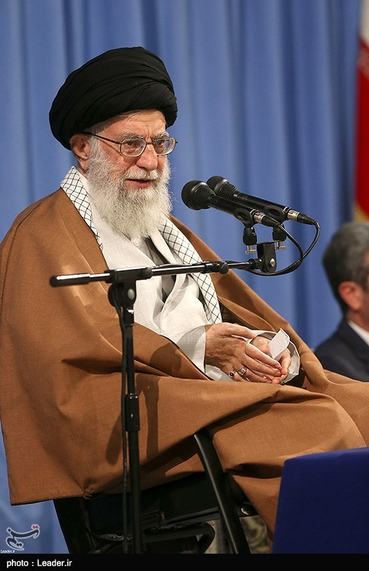 تذکر رهبر انقلاب درباره نحوه تشویق قاریان در محافل قرآنی