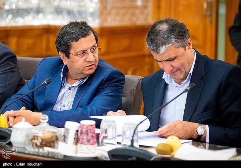 محمد اسلامی وزیر راه و شهرسازی و عبدالناصر همتی رئیس کل بانک مرکزی ایران در جلسه مشترک دولت و مجلس با موضوع حمایت از تولید ملی