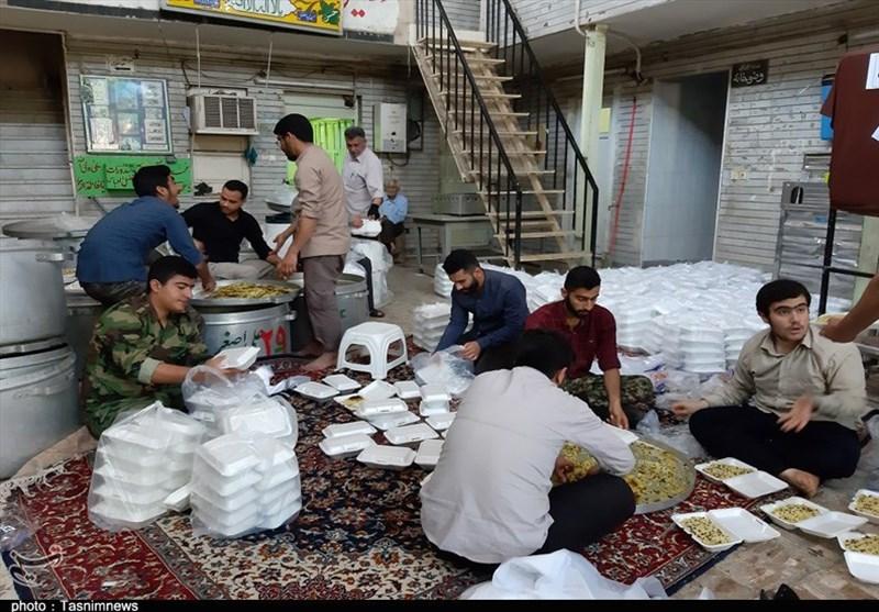 همت جهادی جوانان بسیجی اهواز در پخت غذا ویژه سیلزدگان+تصویر