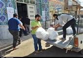 توزیع نان و بسته های غذایی؛ خدمات رسانی به سیل زدگان ادامه دارد