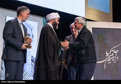 ابراهیم حاتمی کیا نویسنده و کارگردان سینمای ایران در آیین اختتامیه هفته هنر انقلاب اسلامی