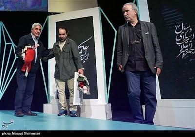 رضا امیرخانی و ابراهیم حاتمی کیا نویسنده و کارگردان سینمای ایران در آیین اختتامیه هفته هنر انقلاب اسلامی