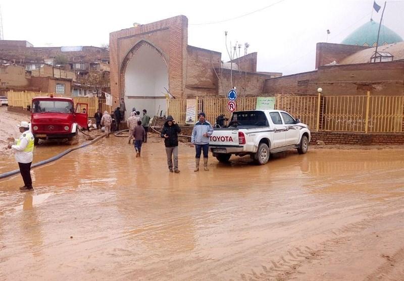 مشهد|مسجد تاریخی کبودگنبد کلات از سیلاب تخلیه میشود