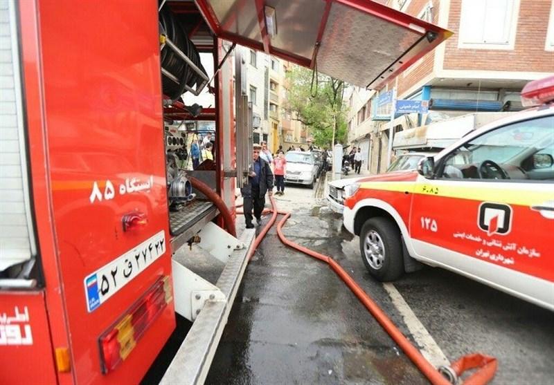 نجات 20 ساکن گرفتار شده میان دود و آتش + تصاویر