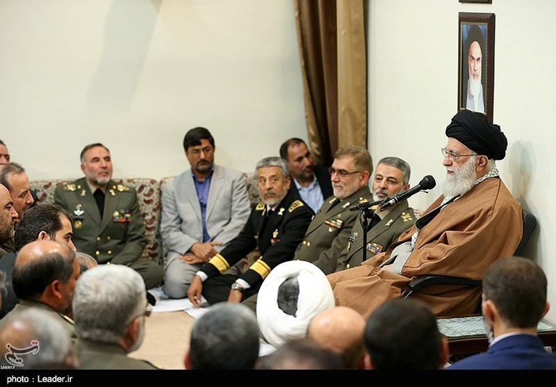 امام خامنهای: ارتش متدینتر و کار آمدتر از همیشه است/ دست برادری دادن ارتش و سپاه، حرکتی زیبا پس از حرکت زشت آمریکاییها بود