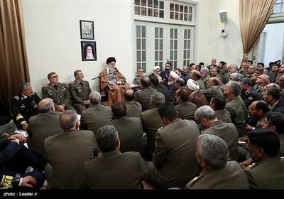 الامام الخامنئي يستقبل کبار قادة الجيش الايراني