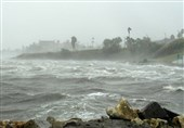 Cyclone Lashes India's Business Capital, 100,000 Evacuated