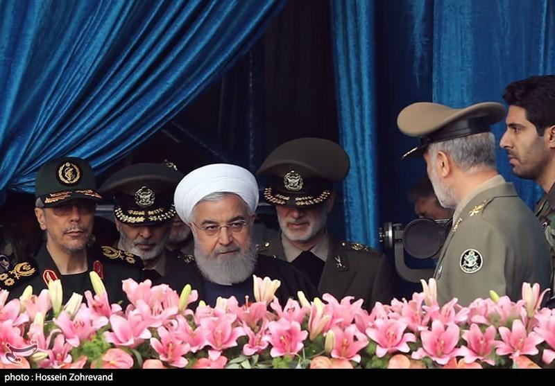 حضور حجت الاسلام حسن روحانی رئیسجمهور در مراسم رژه روز ارتش در تهران