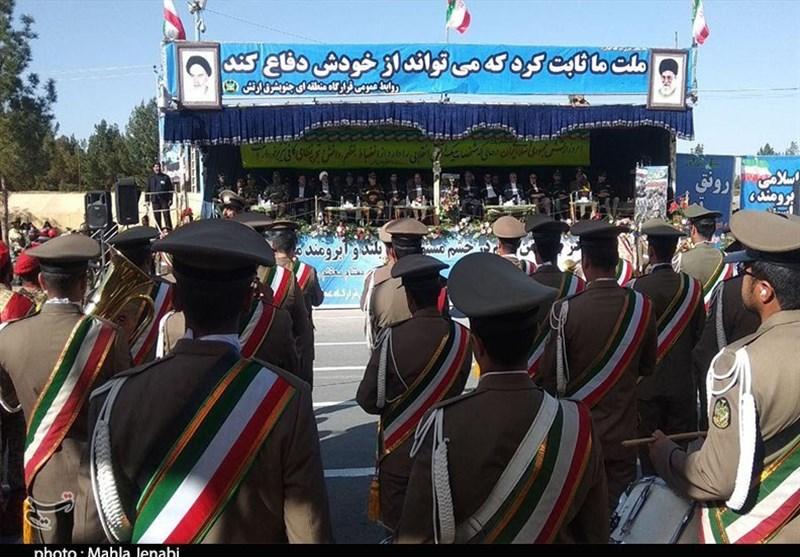 مراسم رژه روز ارتش در کرمان آغاز شد