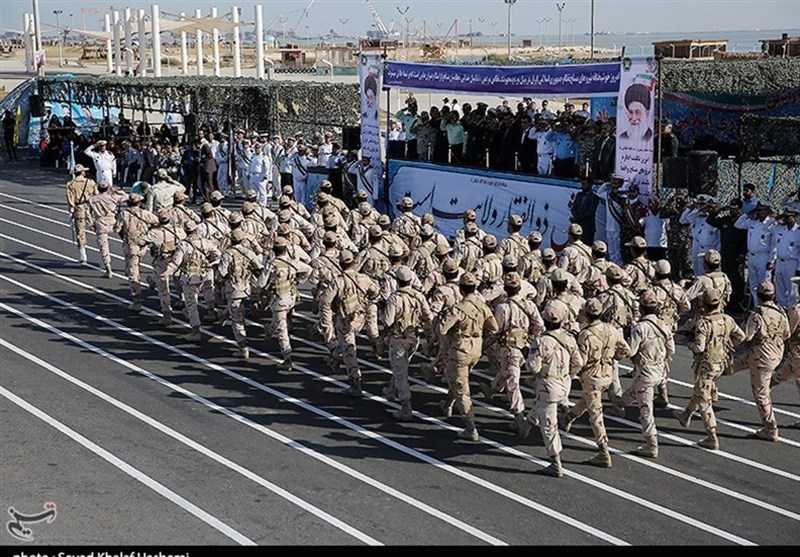 صلابت نیروهای مسلح استان بوشهر در کنار آبهای خلیج فارس به نمایش درآمد