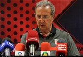 تبریز| جرج لیکنز: تا به امروز کسی به من نگفته است کدام بازیکن را بازی بدهم/ در مورد فروزان باشگاه تصمیم گرفته است