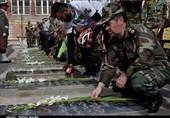 غبارروبی و عطرافشانی مزار شهدا به مناسبت روز ارتش در کرمان به روایت تصویر
