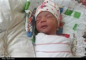 خوزستان| تولد نوزاد سیلزده با کمک خادمین هیئت روضةالزهرا(ع) دزفول در آهودشت