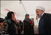 روحانی از اردوگاه سیل زدگان در ورزشگاه تختی اهواز بازدید کرد