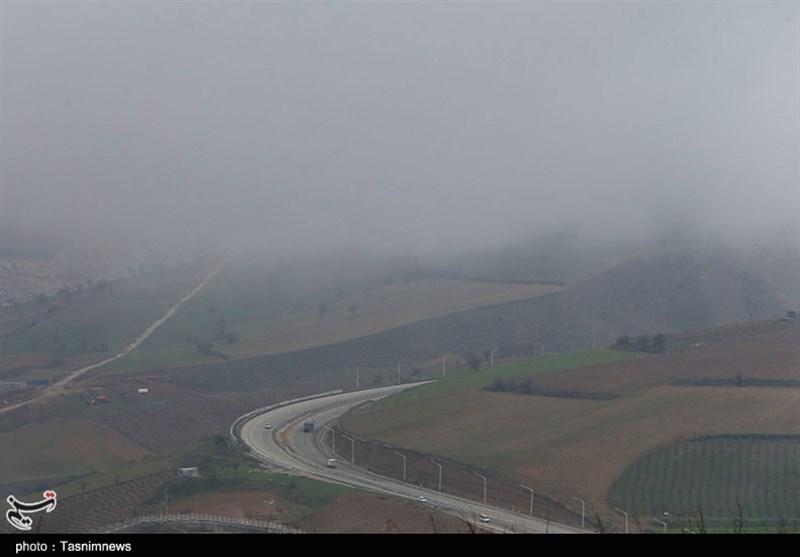 مهگرفتگی در برخی محورهای مواصلاتی خراسان رضوی؛ مسیرها لغزنده است