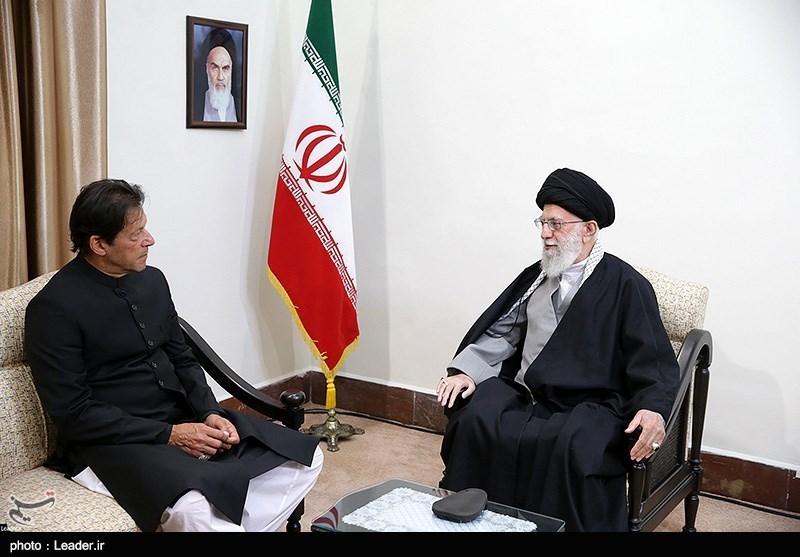 الامام الخامنئی:یجب تعزیز علاقات ایران وباکستان خلافاً لرغبة الاعداء
