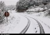 گیلان| «بارش برف» محور پونل به خلخال را مسدود کرد