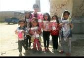 عروسکهای اربعینی وُداد در دست کودکان سیلزده+تصاویر