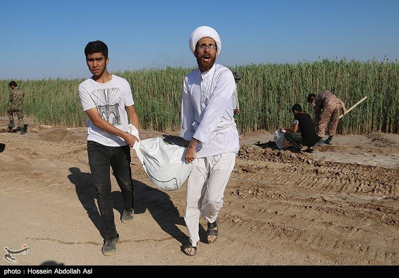 گروههای جهادی طلاب به کمک کشاورزان سیلزده خوزستانی شتافتند + فیلم