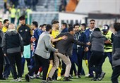 اختصاصی | بازداشت 10 متخلف در بازی پرسپولیس ـ سپاهان/ سنگها چگونه وارد ورزشگاه آزادی شد