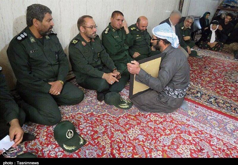 فرمانده سپاه کردستان با خانواده شهید مدافع امنیت «ناصر دورویی» دیدار کرد+تصاویر
