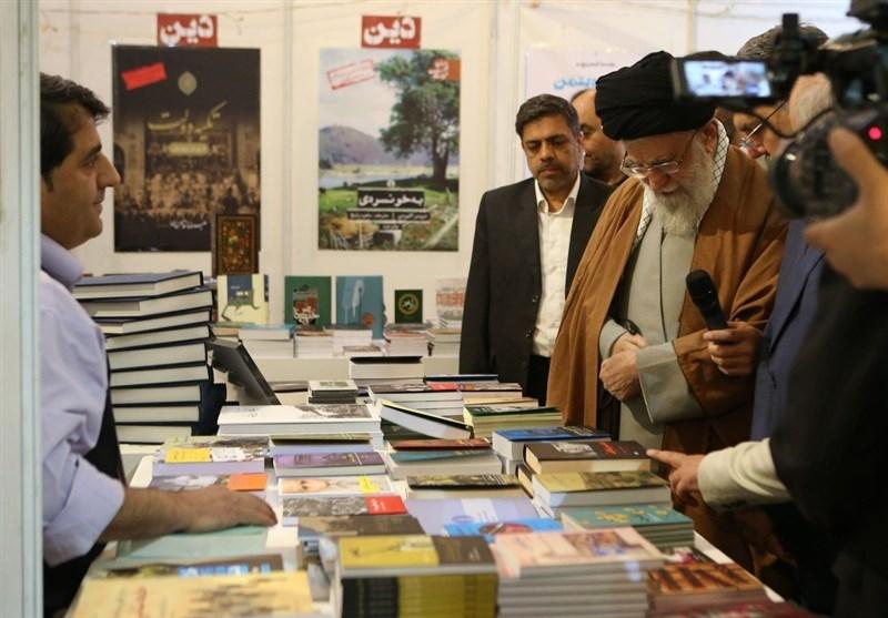 امام خامنهای: وزرای ارشاد و صنعت باید مسئله کاغذ را حل کنند