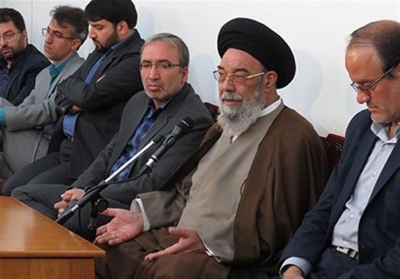 امام جمعه اصفهان: وضعیت کارگران نامناسب است