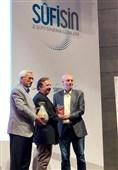 تندیس بهترین کارگردان جشنواره فیلم قونیه در دستان مجید مجیدی