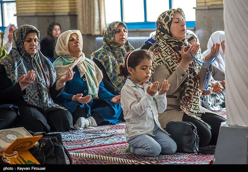 People Gather to Recite Quran in Iran's Kurdistan