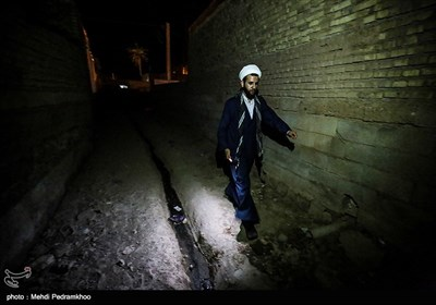 توزیع وعده های افطار و سحر در منطقه سیل زده بامدژ